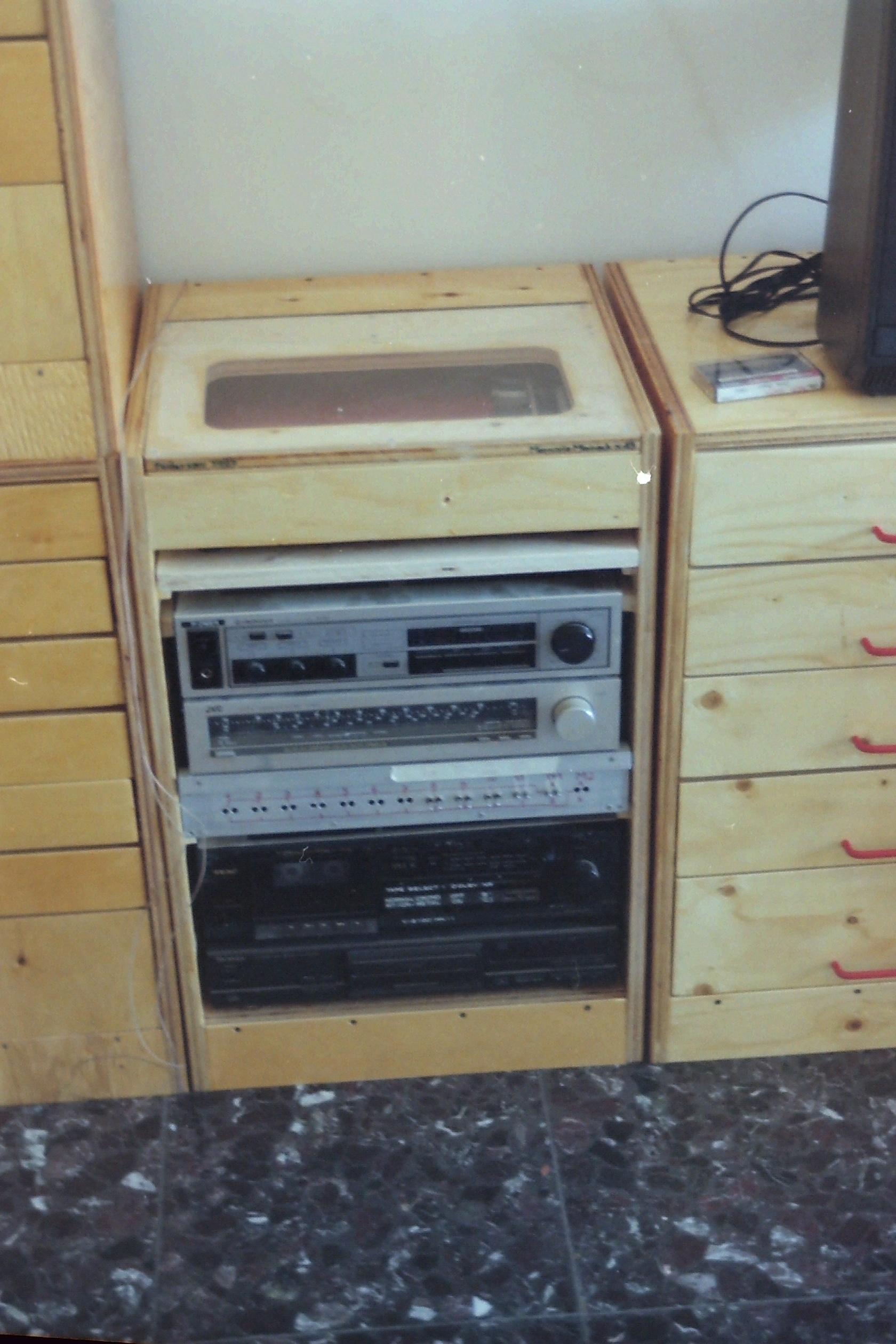 Tuttavia il mobile in cui va effettivamente lo stereo è il